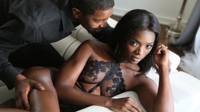 Siyahi Güzellik Abidesi Hatunun Coşkulu Sikişi