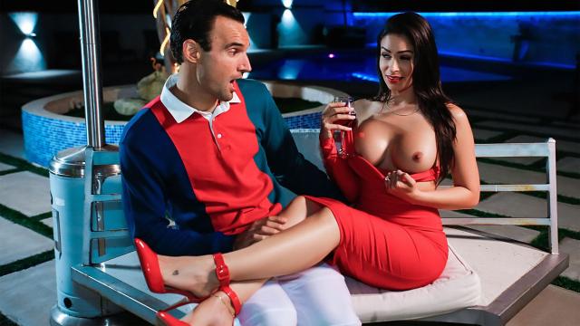 Sugar Daddy Avcısı Moralsiz Lolitaya Şampanya Eşliğinde Çaktı